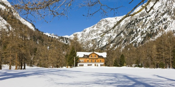 winter hiking Val Bever
