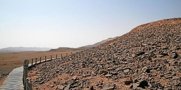 Makhteshr Rmon Ammonite Wall