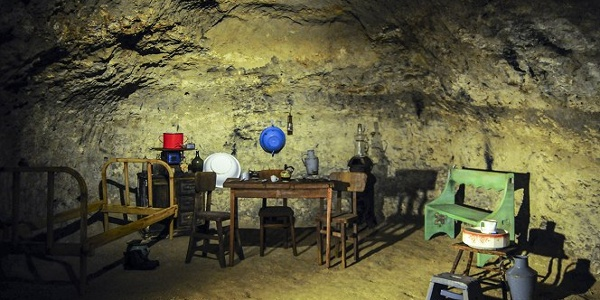 Így nézhetett ki egy barlanglakás a tettyei Mésztufa-barlangban