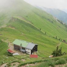 Tölzer Hütte auf dem Anstieg zum 'Gipfel