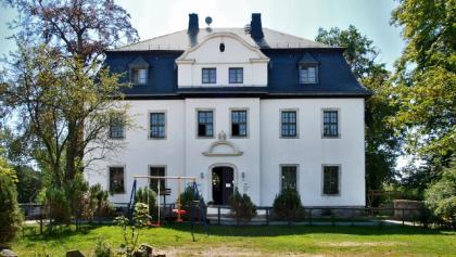 Herrenhaus Sitz des NUZ Oberlauterbach