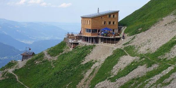 In luftiger Höhe - das Waltenberger Haus