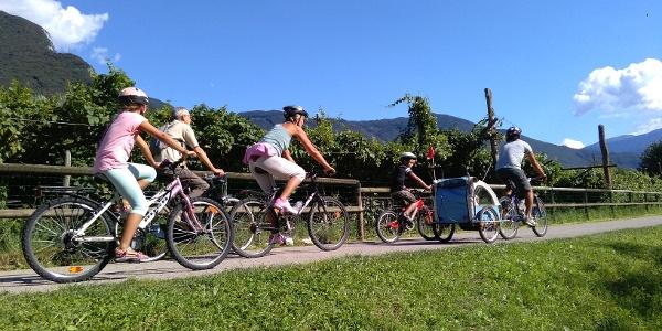 Familienfreude auf dem Radweg :)
