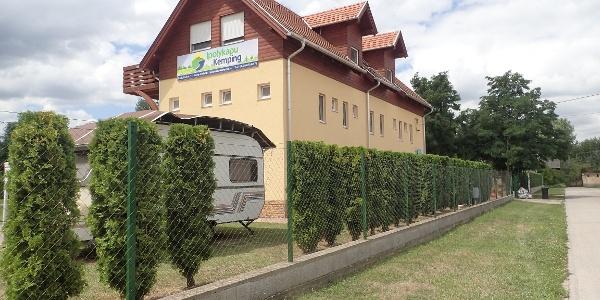 A kemping közösségi épülete