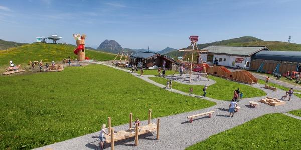 Spielplatz direkt vor dem Restaurant