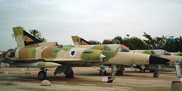 מטוס הקרב כפיר המוצג במוזיאון