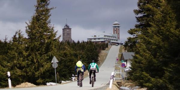 Auffahrt auf den Fichtelberg Kammtour Erzgebirge