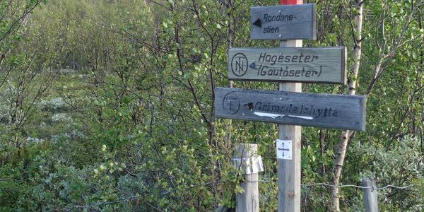 Einstieg in den Trail am Bahnhof von Hjerkinn