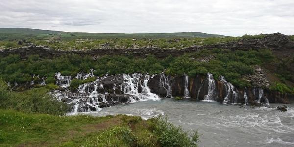 Die Wasserfälle Hraunfossar