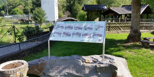 """Neue Wandertafel am Startpunkt """"Wanderparadies Schuld"""""""