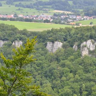 Blick vom Schloss Lichtenstein nach Holzelfingen
