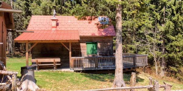 Südseite der ÖTK-Schutzhütte unweit des Alpkogel