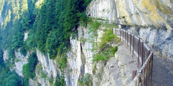 Gallerie Défago beim Abstieg vom Klettersteig Tière.
