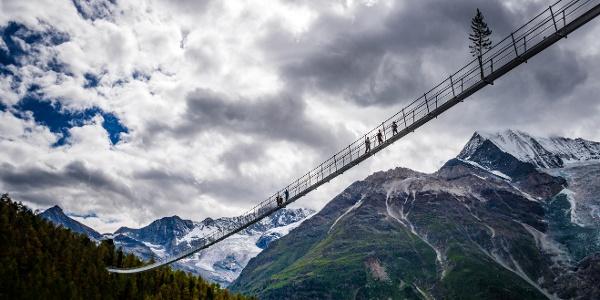 Die längste Fussgänger-Hängebrücke der Welt oberhalb Randa