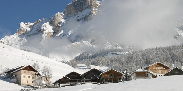 Bauernhöfe am Lärchenwen in San Cassiano - Alta Badia