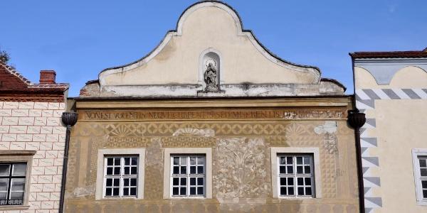 A Sgraffitós-ház homlokzata