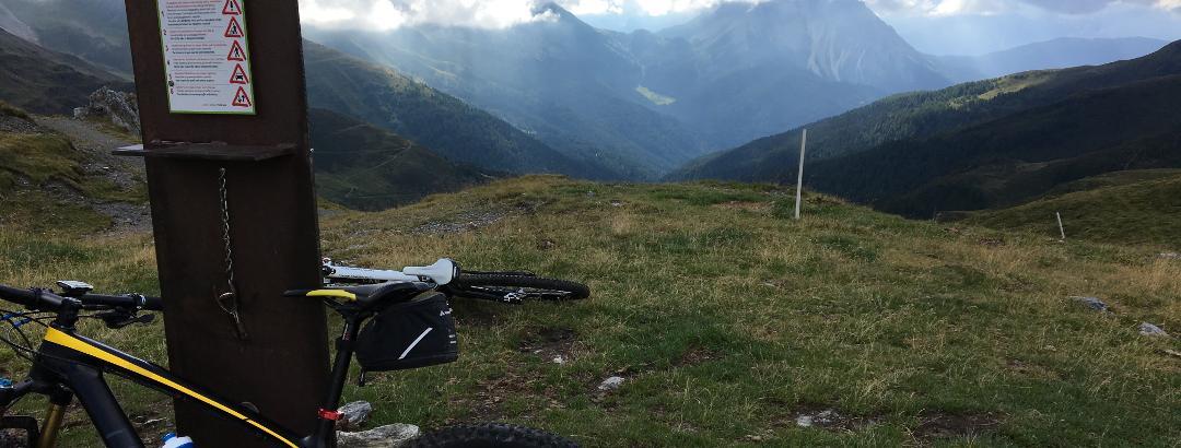Auf dem Kniebergsattel (Passo Silvella)