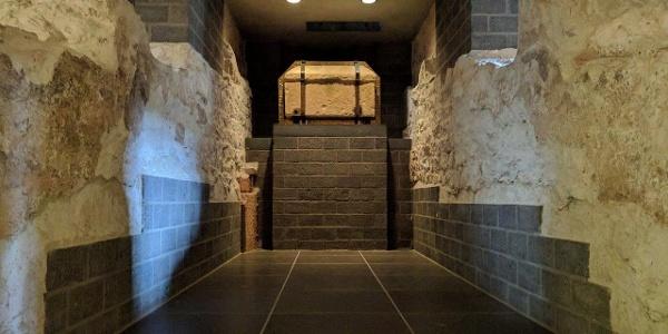 Sarkophag des Apostels Matthias in der Krypta