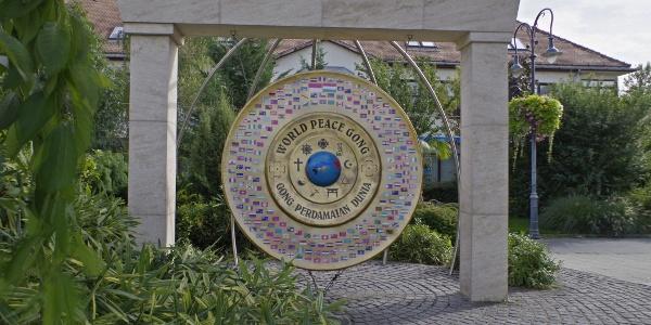 A Világbéke-gong szemből
