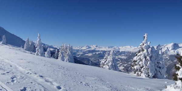 Panorama beim Aufstieg zum Dreibündenstein