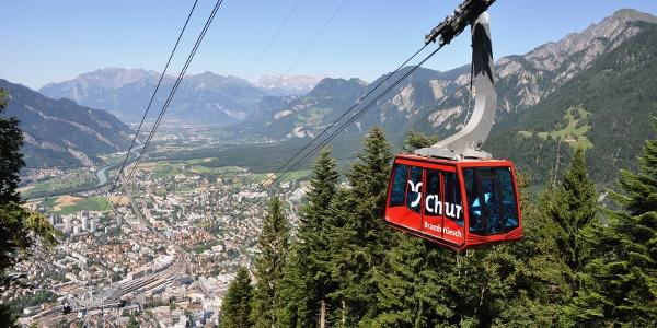 Chur Bergbahnen im Sommer mit Blick zur Stadt Chur und ins Rheintal