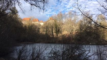 Weiher mit Blick auf das Kloster Kirchberg