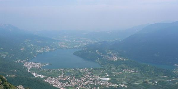 Veduta panoramica sull'Alta Valsugana e sul lago di Caldonazzo.