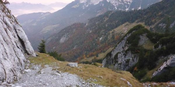 Das schottrige Plateau vor dem Einstieg