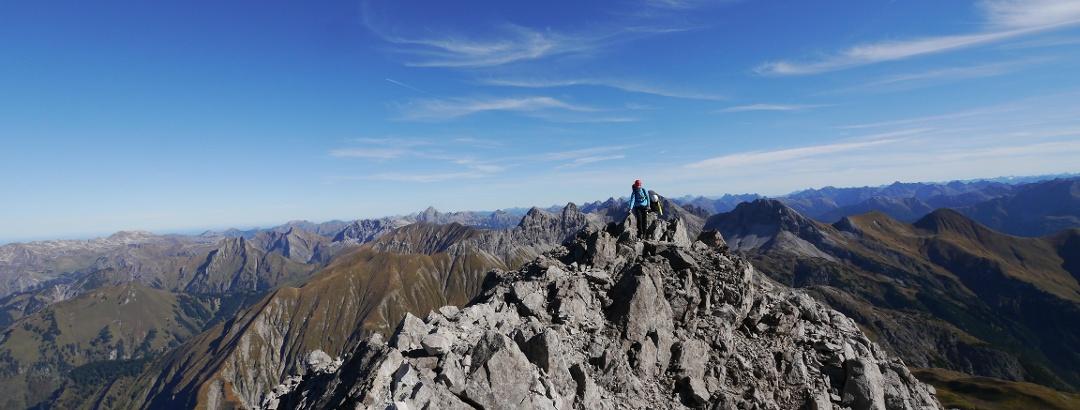 Das letzte Stück über den nun waagrechten Nordostgrat zum Gipfel der Trettachspitze
