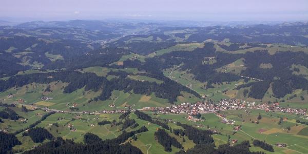 Blick von der Beichlen über Escholzmatt und Mittelland.