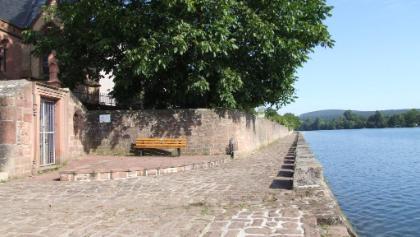 Uferweg an der Pfarrkirche Niedernberg, ehemaliger Leintritt / Treidelpfad