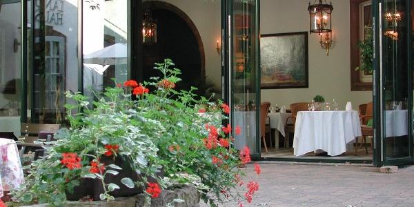 Eingang zum Restaurant Esslibris im Romantikhotel Landschloss Fasanerie
