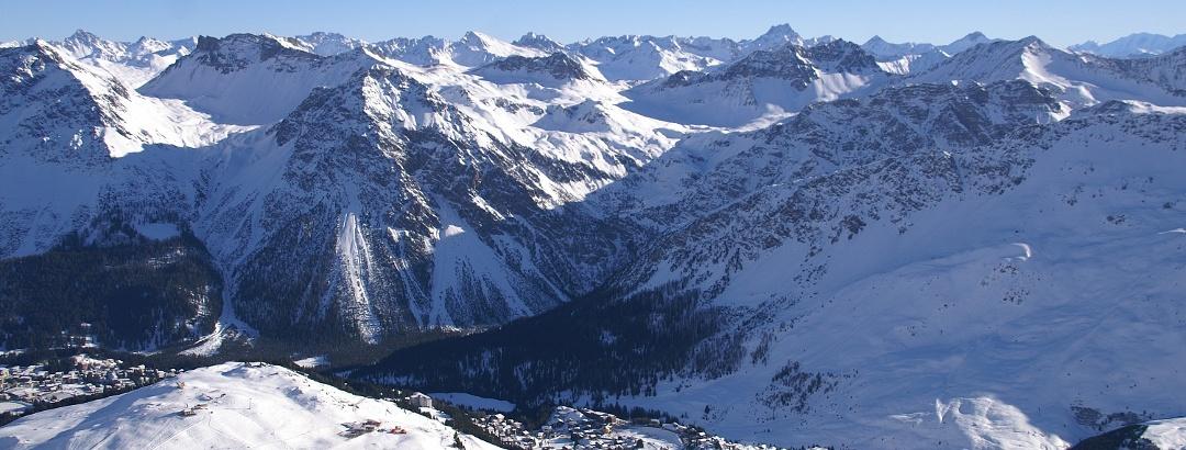 Blick vom Weisshorn nach Arosa.