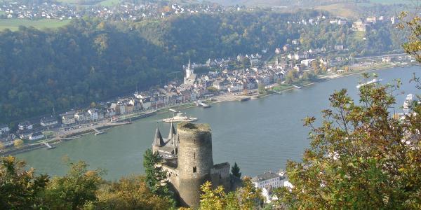 Burg Katz mit Sankt Goar im Hintergrund