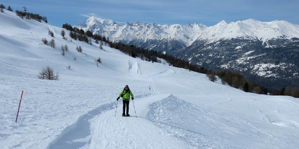 Schöner Aufstieg mit Wallis-Panorama.