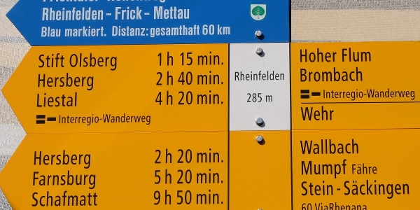 Wegweiser am Bahnhof Rheinfelden (SBB)