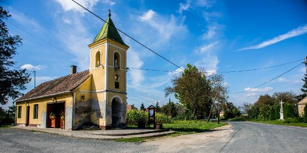 Szentkozmadombja kis temploma