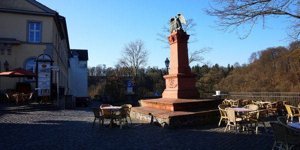 Start am Denkmal in Weilburg