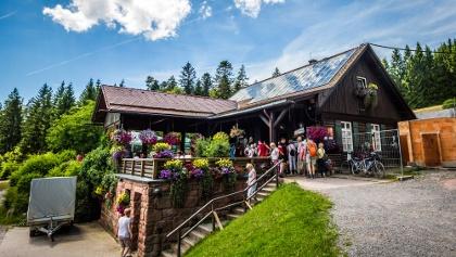 Die Grünhütte im Sommer in der Außenansicht