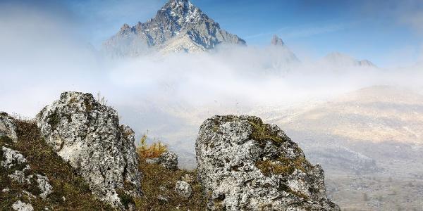 Der Monviso im Nebelschleier
