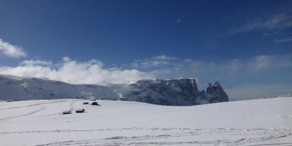 Skifahren in Gröden mit Blick auf die Sellagruppe