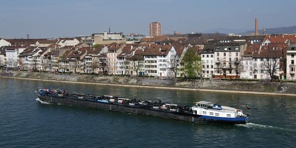 Rheinschiff in Basel.