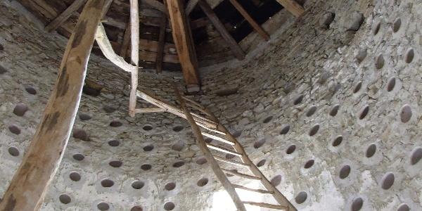 Moissieu-sur-Dolon: Intérieur du pigeonnier