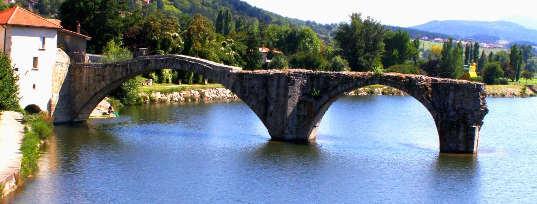 Brives-Charensac: Römerbrücke über Loire