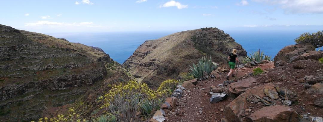 Pfad vom Degollada de Cerrillal auf das Gipfelplateau des Las Pilas