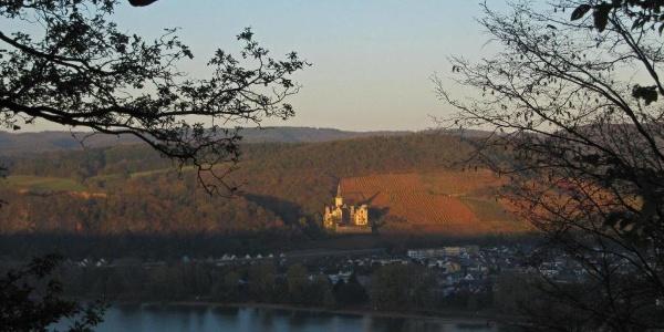 Schloss Arenfels im Abendlicht