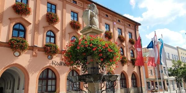Stadtbrunnen am schönen Stadtplatz in Pfarrkirchen