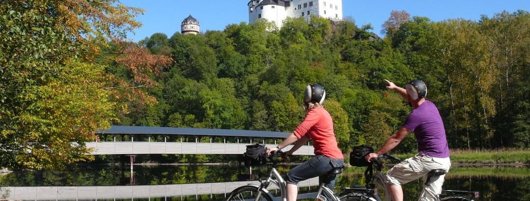 Der Saaleradweg bei Schloss Burgk