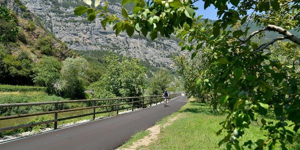 La pista ciclabile nella Valle del Sarca