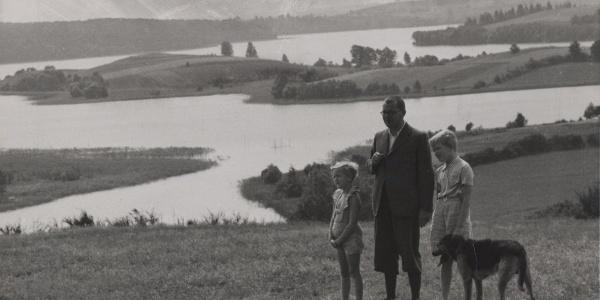 Hans Fallada mit seinen Kindern auf dem Hauptmannsberg